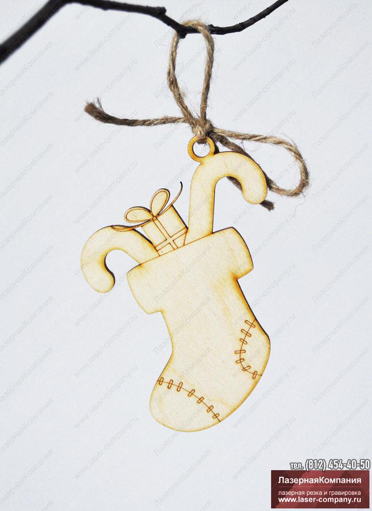 """Новогодний декор """"Сапожок с подарками"""" из дерева"""