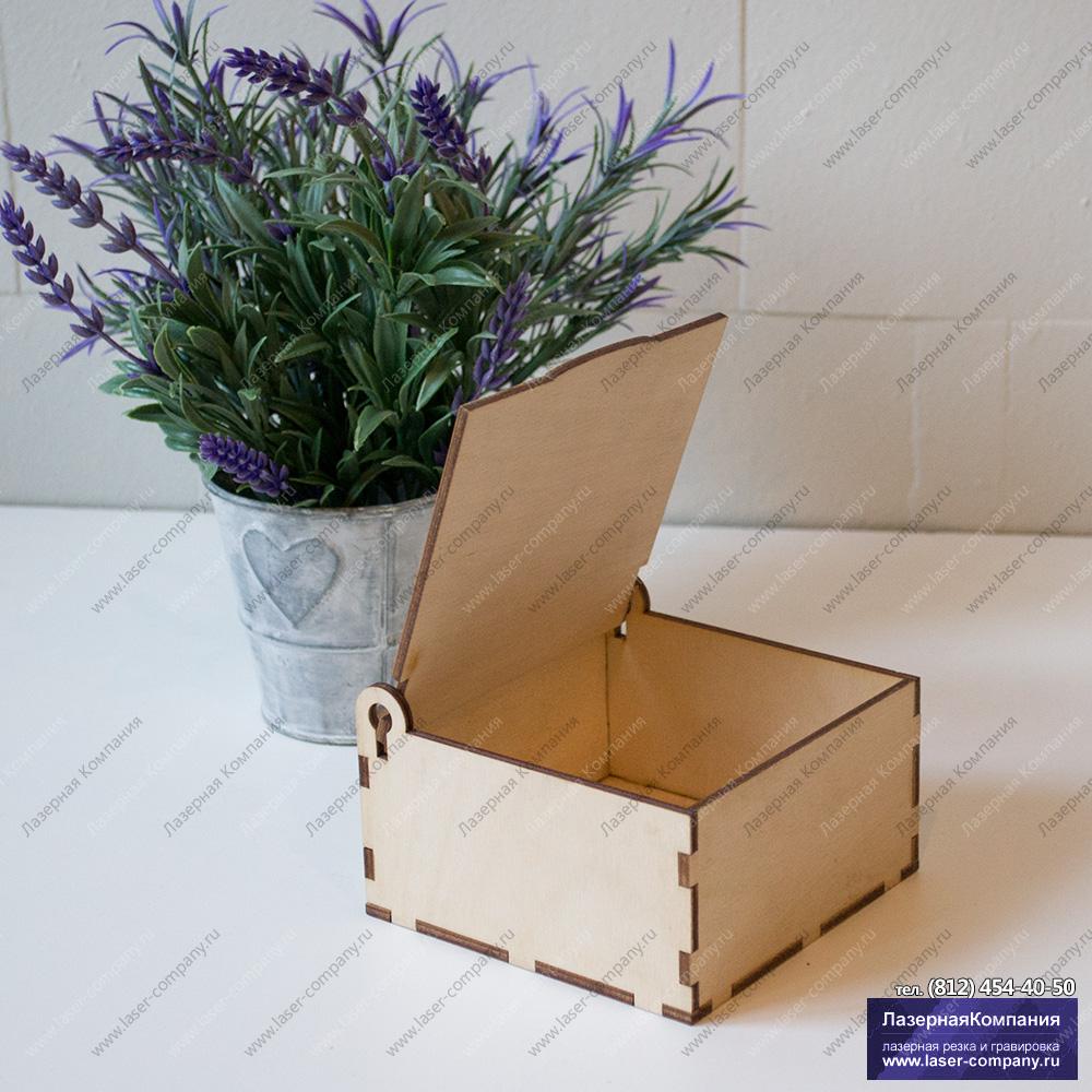 Коробка квадратная с откидывающейся крышкой