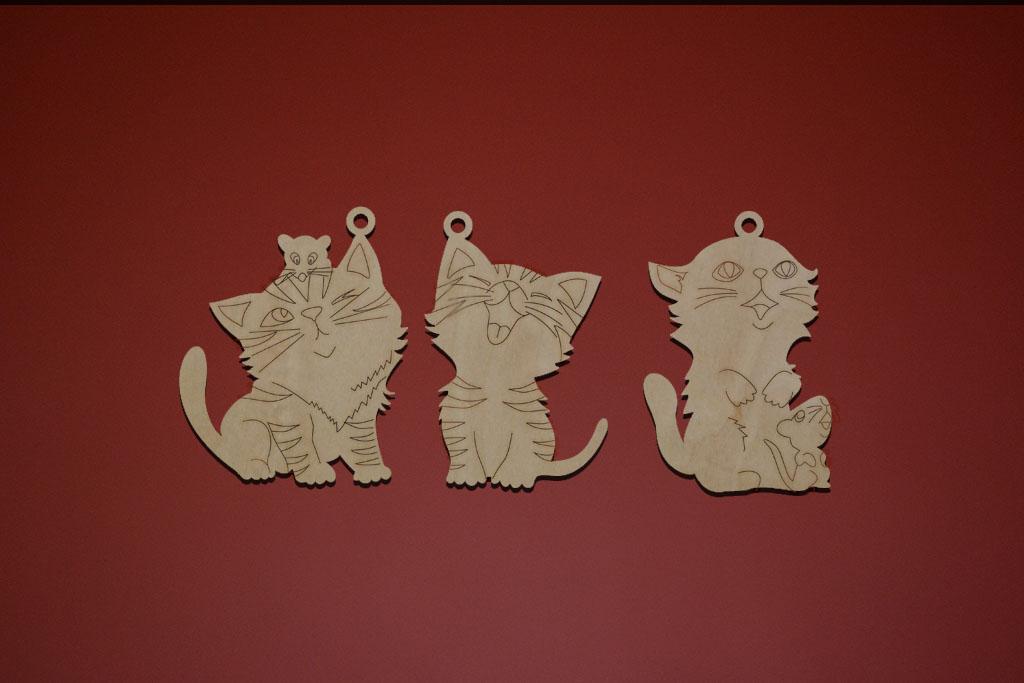 """Набор """"Котики"""" №1 включает в себя три разные фигурки котиков. Каждая фигурка имеет петельку для удоб"""